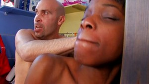 Jolie black française violentée par Max Cortes
