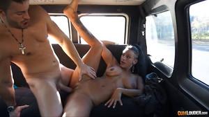 Coral Joice baise dans une camionnette en Espagne