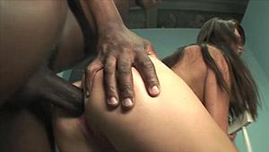 L'anus de Lindsey Olsen est dilaté par un énorme chibre black