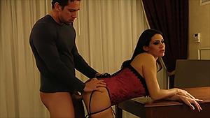Milf et escort, Raylene est fourrée à l'hôtel
