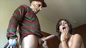 Freddy sort de la nuit pour baiser Julia Roca