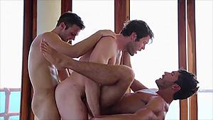 Trio gay : après la plage, sucez-moi la bite
