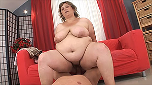 Femme de ménage mature et grasse, fourrée par un jeune homme