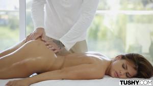 Un massage chic pour un porno choc