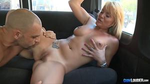 Samantha Sainz fait un tour dans le van de la baise