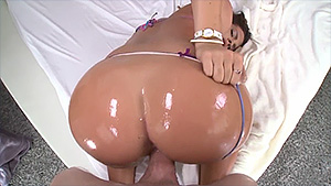 Keisha, une brune sexy aux gros seins baisée en POV