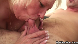 Vieille femme grassouillette baise son gendre