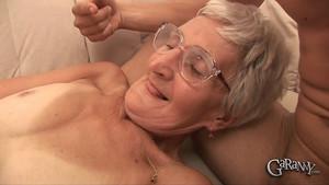 Mamie n'a pas vu un sexe depuis fort longtemps
