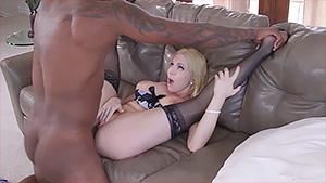 Christie Stevens aime le sex interracial