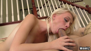 Bonne fellation de Maddy Rose la petite blonde