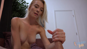 Maddy Rose masturbe une bite