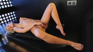 Masturbation enivrante d'une jeune blonde