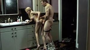 Riley Steele dans un porno scénarisé de toute beauté