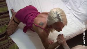 Baise à l'hôtel en compagnie d'une blonde sexy