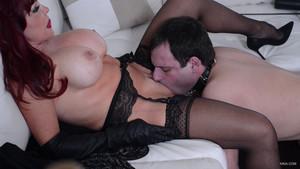 deux salopes baisent mature domina